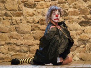 Une clown en travail